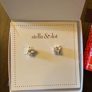 Stella & Dot Heart to Heart Studs
